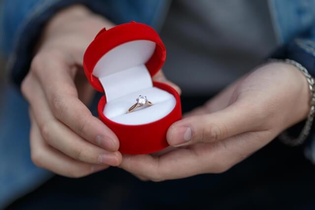 婚約指輪は自分で選びたい?